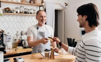 Płatność kartą poza sklepem – sposób na pozyskanie klienta