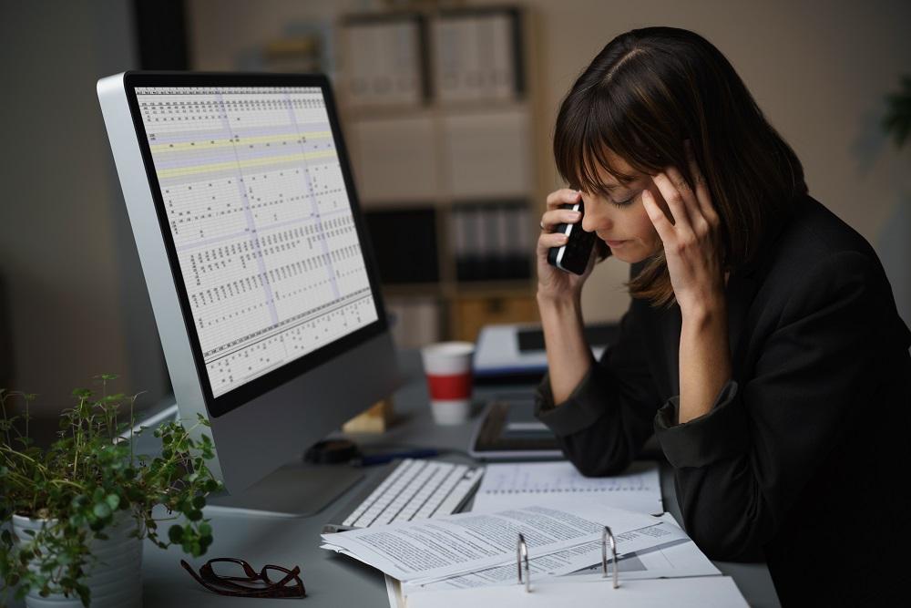 kobieta przy telefonie